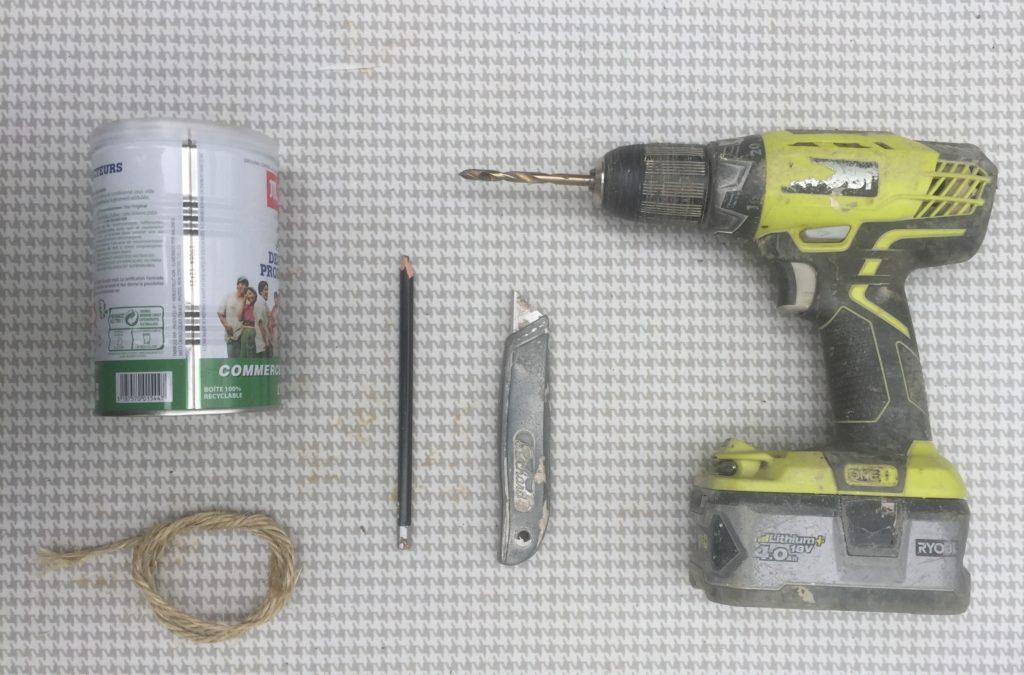 plan et matériel pour une Mangeoire oiseaux à suspendre DIY pour 1€